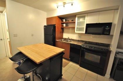 Designer Kitchen Cabinetry With Ceramic Backsplash & Centre Island With Adjustable Breakfast Bar.