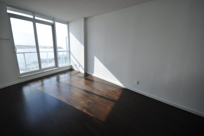 9' Floor-To-Ceiling Windows With Hardwood Flooring Onlooking Stunning Unobstructed Lake Views.