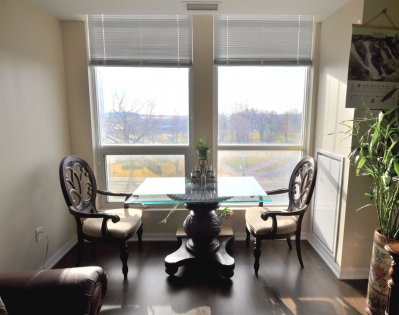 Spacious Sized Living Areas With A 9Ft. Ceiling And Gleaming Hardwood Flooring Throughout Facing Bright South Park Views.