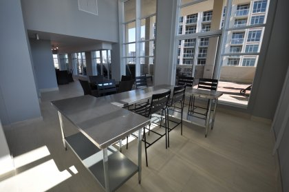 11th Floor Harbour Club Amenities. Lounge Area Overlooking Lake And Park Views.