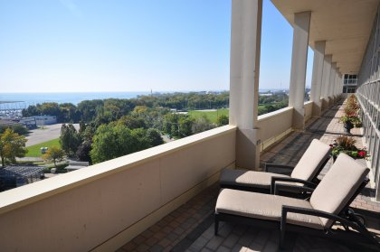 11th Floor Harbour Club Amenities. Outdoor Tanning Deck Overlooking Lake And Park Views.