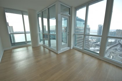 9Ft. Floor-To-Ceiling Windows With Hardwood Flooring & A Premium Wrap Around Balcony Onlooking Stunning C.N. Tower & Lake Views.