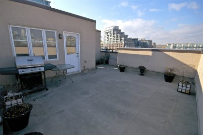 Private Rooftop Entertaining Oasis Facing Unobstructed City & C.N. Tower Views. Enjoy This Rooftop For Reading, Sunbathing, BBQ's & Gardening.