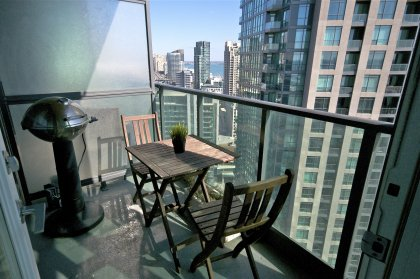 Balcony Overlooking Stunning C.N. Tower & Lake Views.