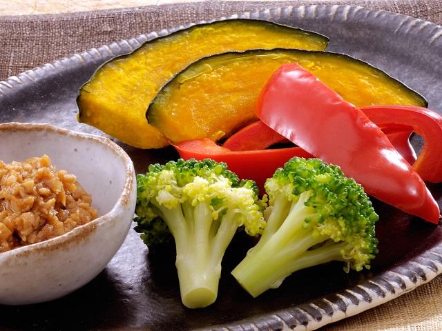 蒸し野菜の大豆味噌添え