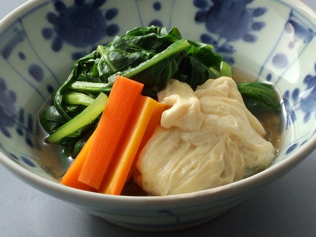 小松菜と湯葉の煮物