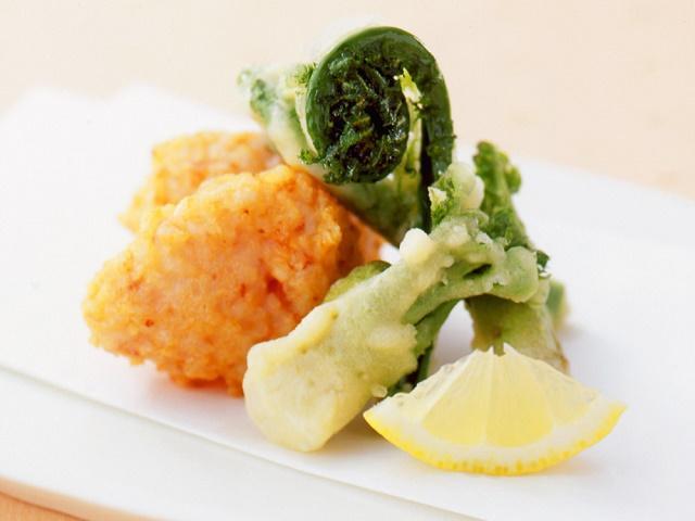 山菜の天ぷらとえびのしんじょ揚げ