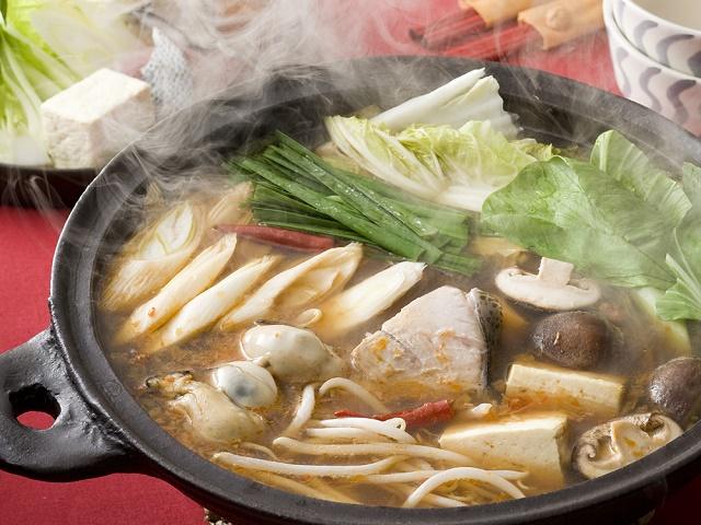 ぶりとかきと冬野菜の中国風ピリ辛なべ