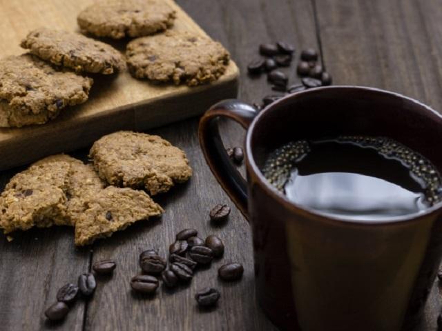 コーヒーブレイクにちょこっと甘いもの。「コーヒーおとも菓子」の糖質量ランキングは?