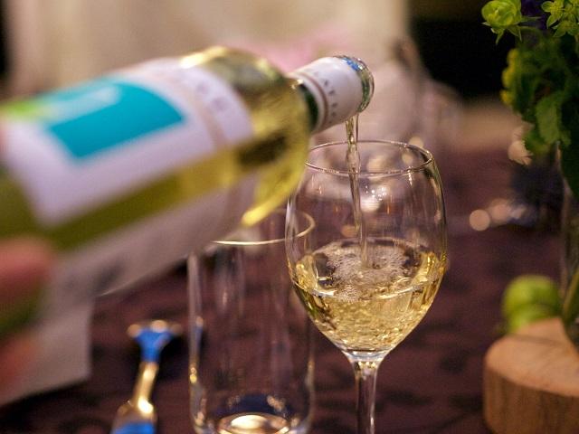 お酒の種類で糖質量は変わるの?アルコールの糖質ランキング
