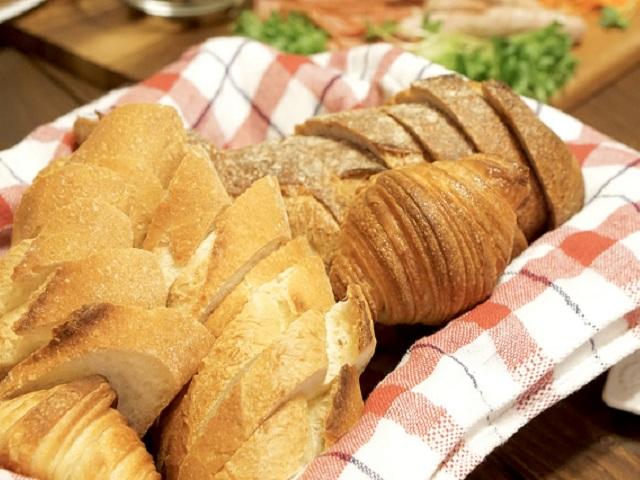 スギやヒノキの花粉も一段落した。ピクニックのおとも、パンの糖質ランキングの結果は?