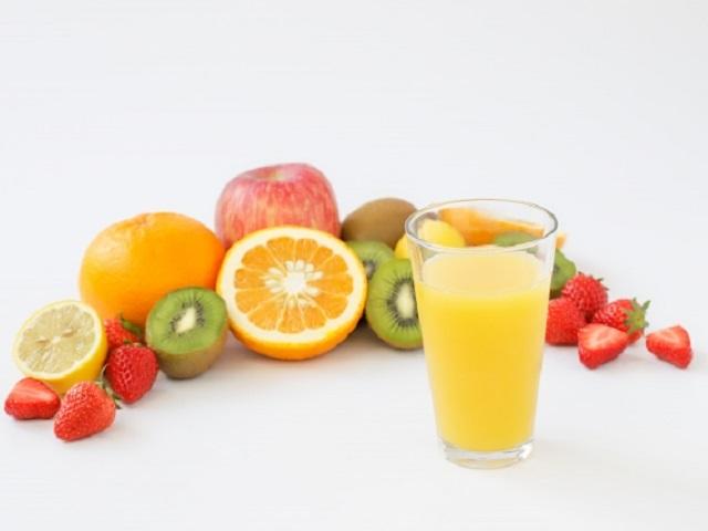 ジュース1杯でステックシュガー7本分!!「ジュース・清涼飲料水」の糖質ランキングの結果は?