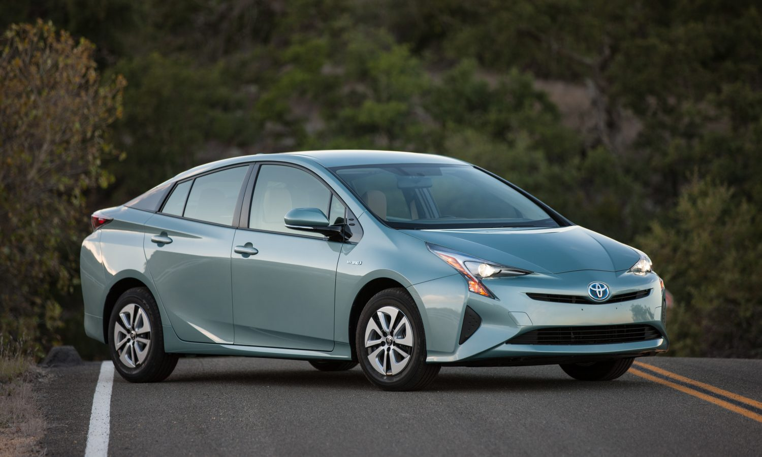 2016 Toyota Prius Product Information