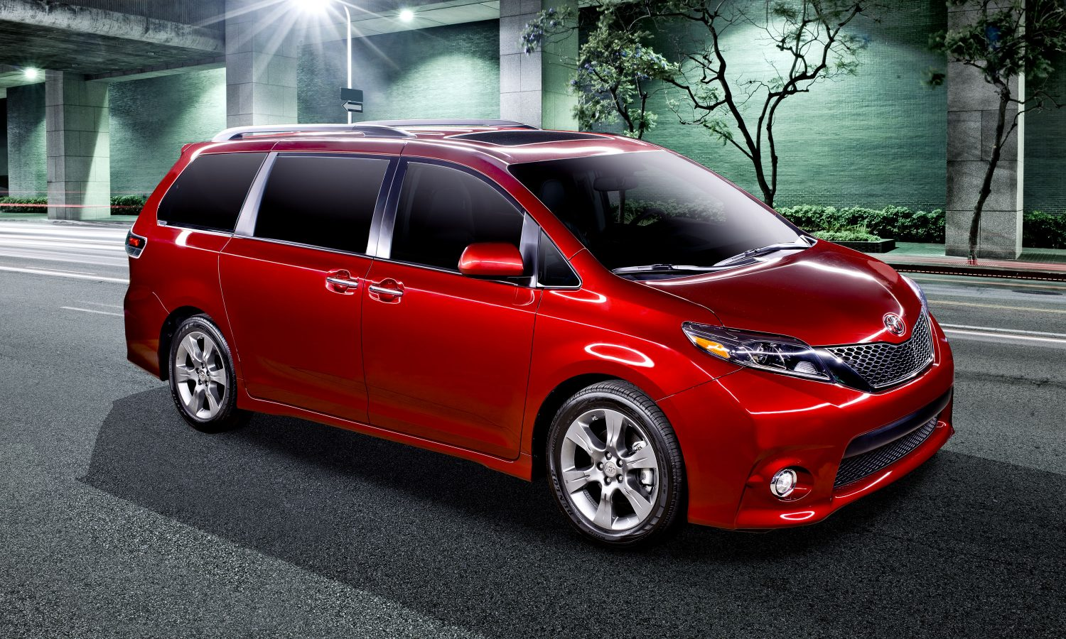 Swagger On! 2017 Sienna Revs up with More Power and Efficiency