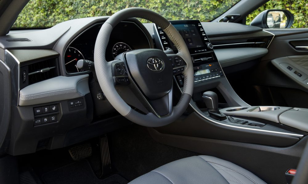 2019 Toyota Avalon All-New Limited 01