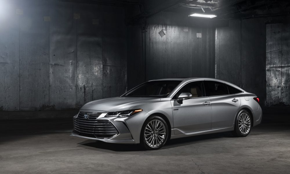 2019 Toyota Avalon Limited Hybrid 30