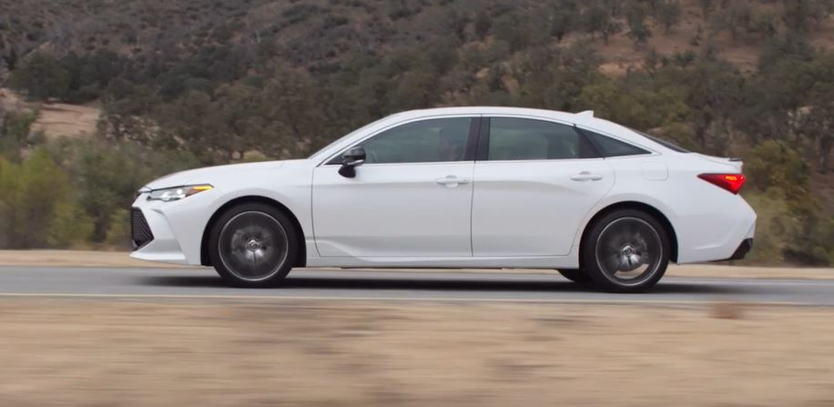 Toyota 2019 Avalon Touring B-roll