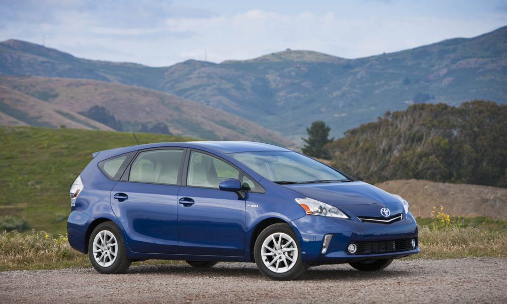 2012 – 2013 Toyota Prius v Two and Three 004