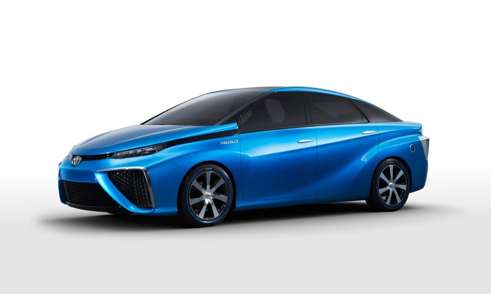 Toyota Fuel Cell Concept Sedan Debuts at 2014 Consumer Electronics Show