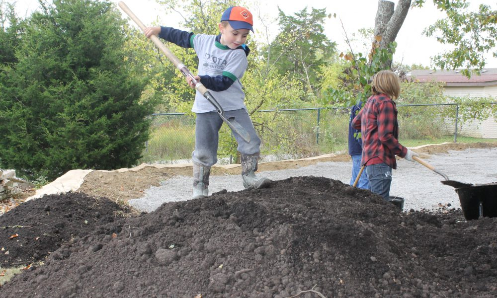 Toyota Volunteers Lend 200 Hands for Public Lands Day