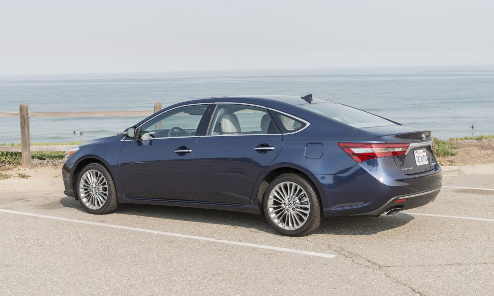 2016 – 2017 Toyota Avalon Limited 16