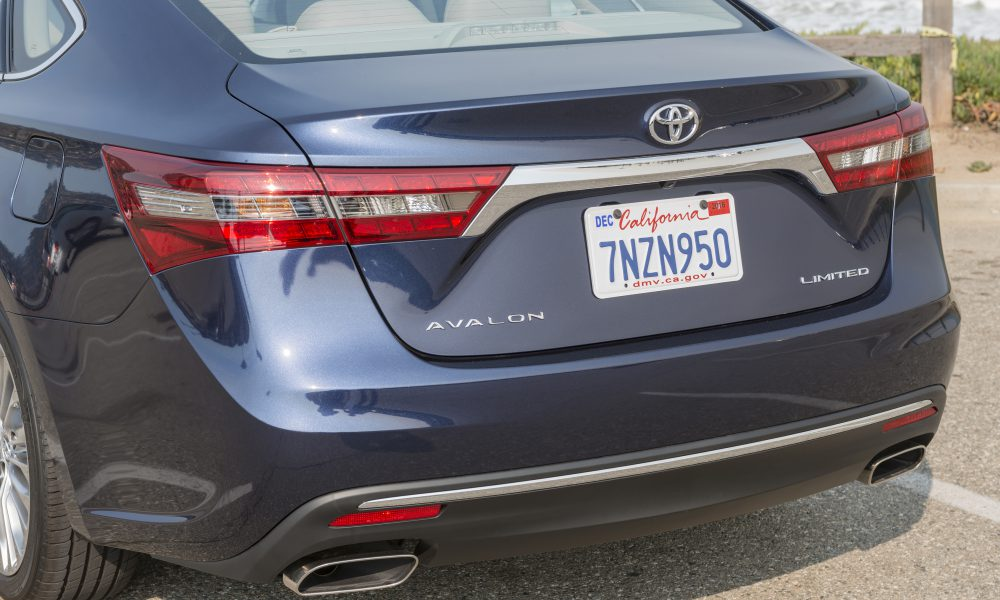 2016 – 2017 Toyota Avalon Limited 23