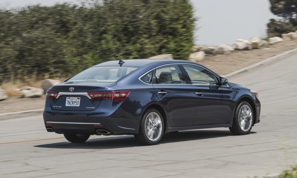 2016 – 2017 Toyota Avalon Limited 24