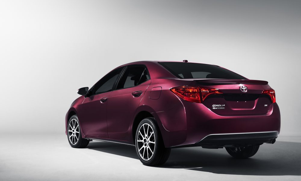 2016 NYIAS – 2017 Toyota Corolla 50th Anniversary Special Edition 002