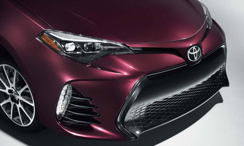 2016 NYIAS – 2017 Toyota Corolla 50th Anniversary Special Edition 005