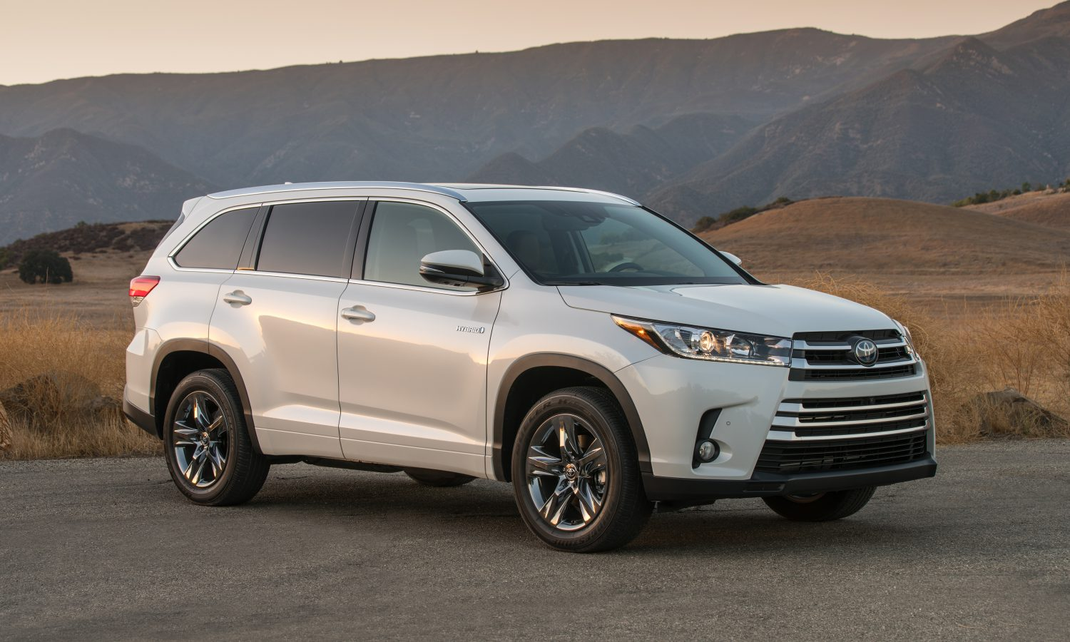 2018 Toyota Highlander Delivers On Value Safety Features And Performance For Families Of All Sizes Toyota Usa Newsroom