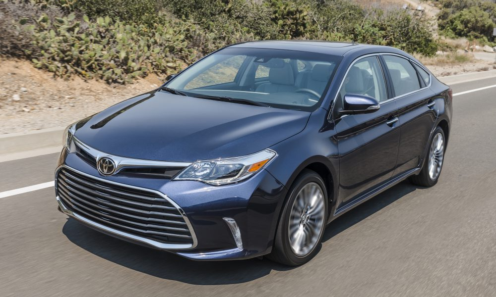 2017-2018 Toyota Avalon Limited 01