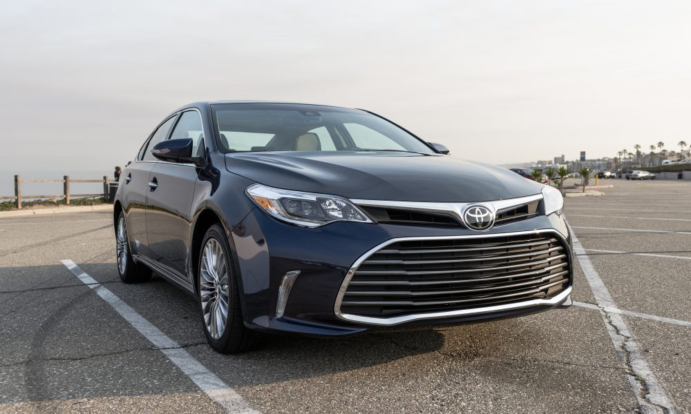 2017-2018 Toyota Avalon Limited 02