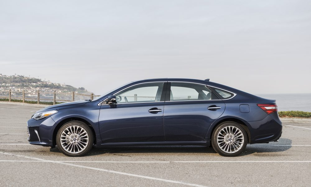 2017-2018 Toyota Avalon Limited 03