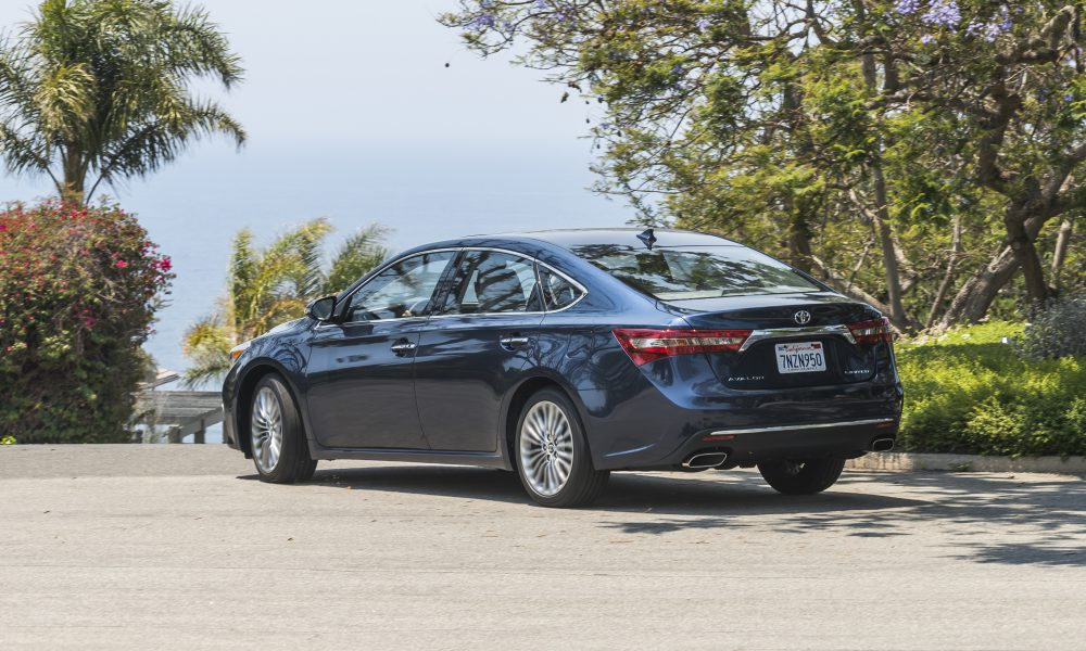 2017-2018 Toyota Avalon Limited 05