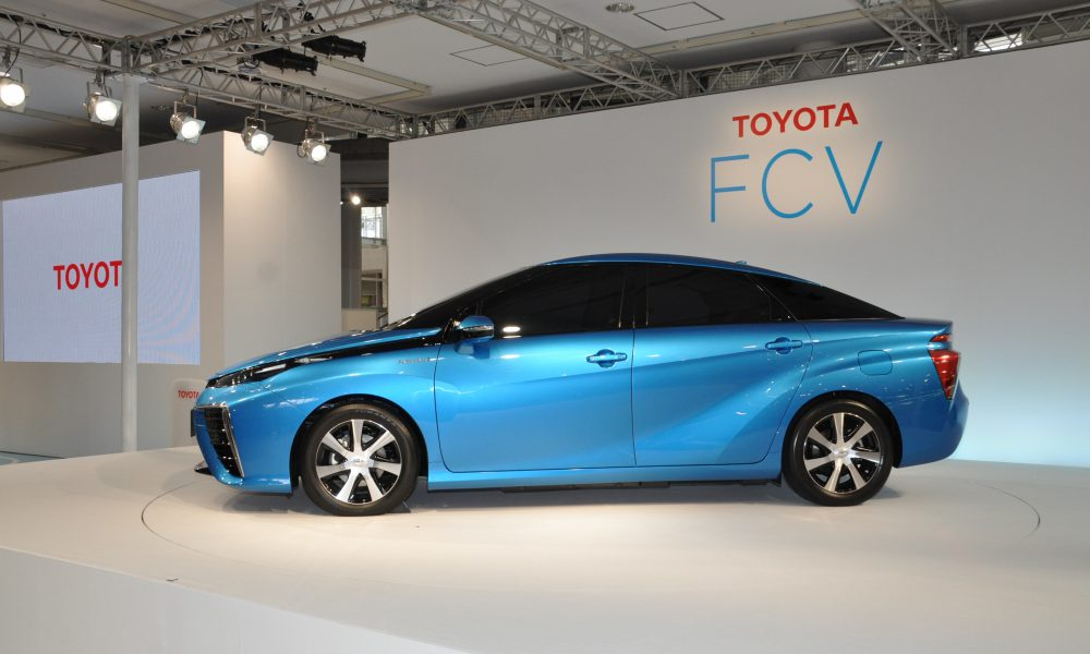 Toyota Reveals Exterior, Japan Price of Fuel Cell Sedan