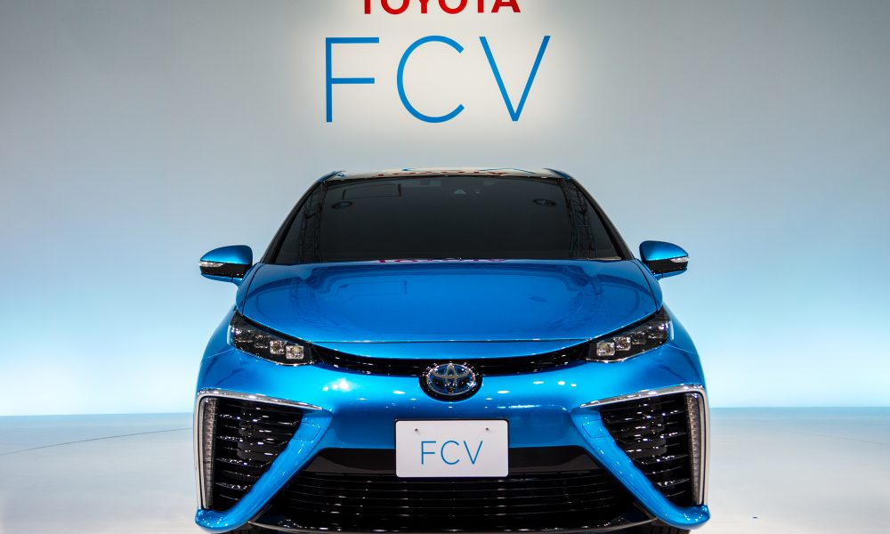 Toyota Fuel Cell Vehicle and Lexus Line Up Ready For Celebrity Close Up