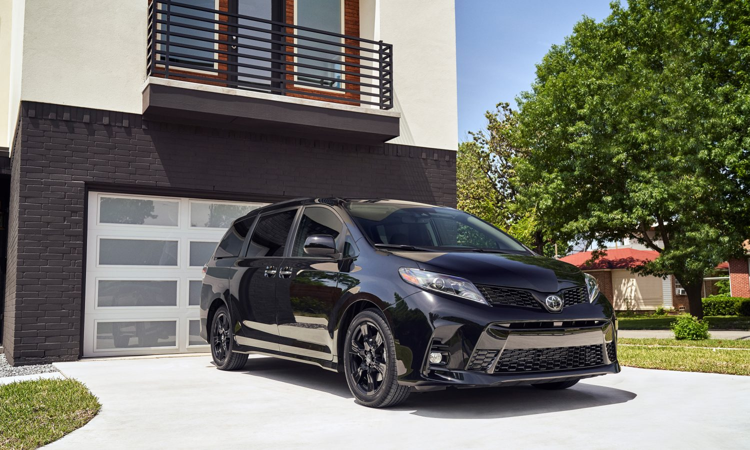 2020 Toyota Sienna – All-New Nightshade Edition Added