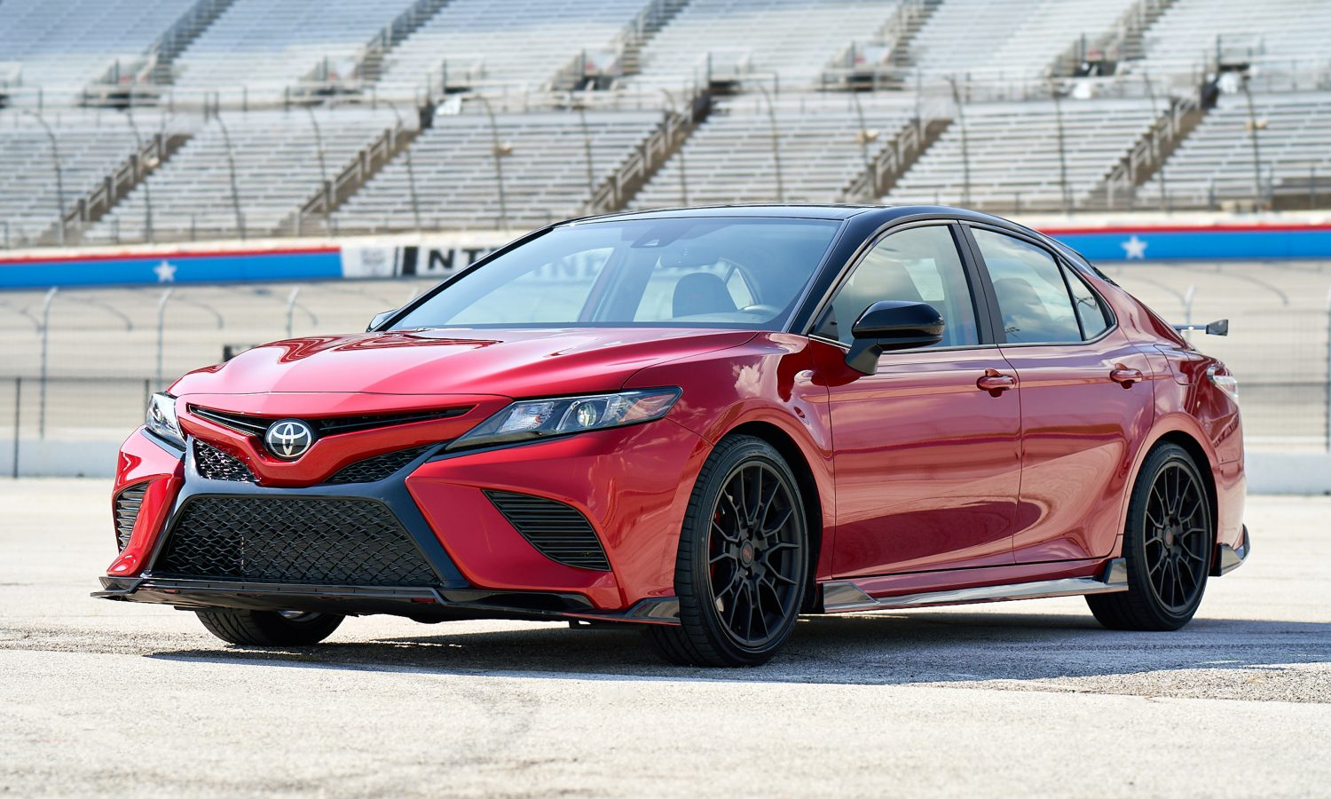 2020 Camry TRD_SupersonicRed_MidnightRoof_003