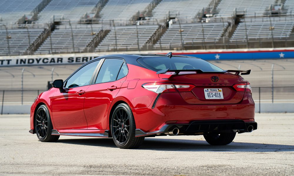 2020 Camry TRD_SupersonicRed_MidnightRoof_004