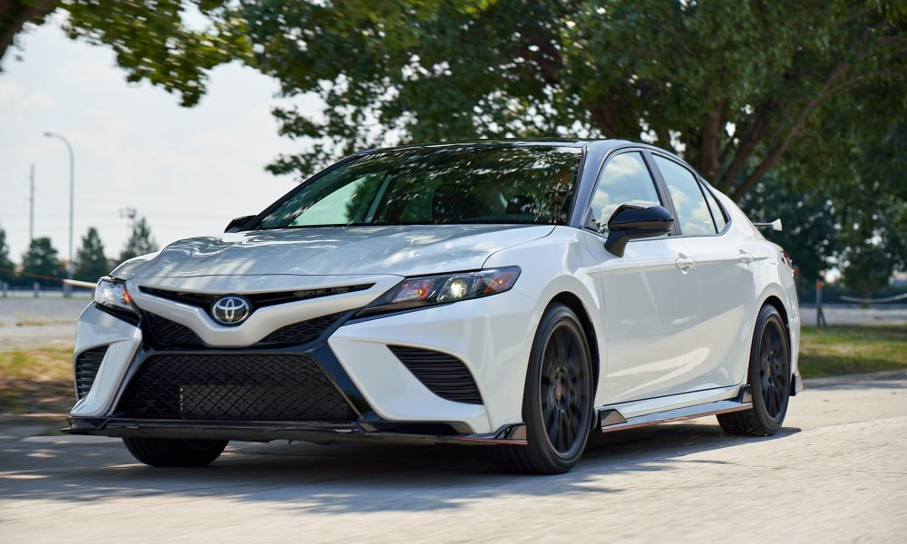 2020 Camry TRD_WindchillPearl_MidnightRoof_001