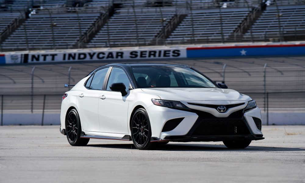 2020 Camry TRD_WindchillPearl_MidnightRoof_002
