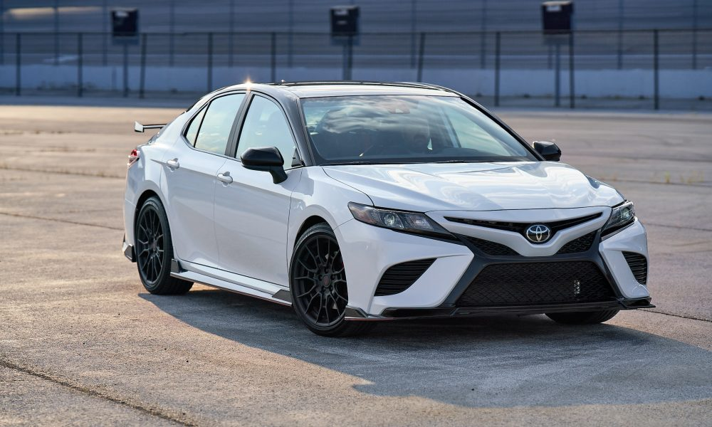 2020 Camry TRD_WindchillPearl_MidnightRoof_003
