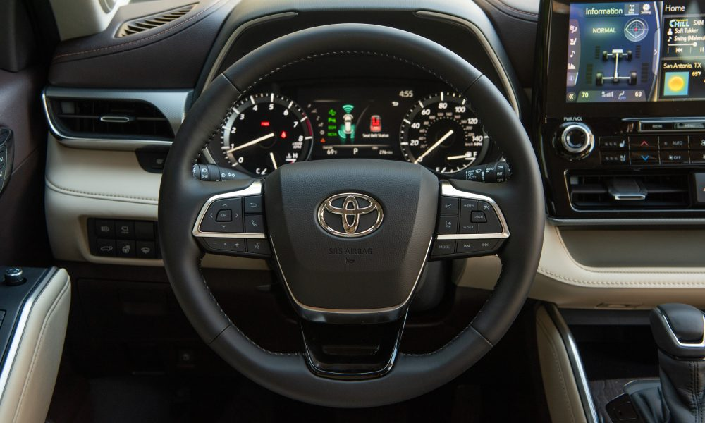 2020_Toyota_Highlander_Platinum_AWD_Moon Dust_033