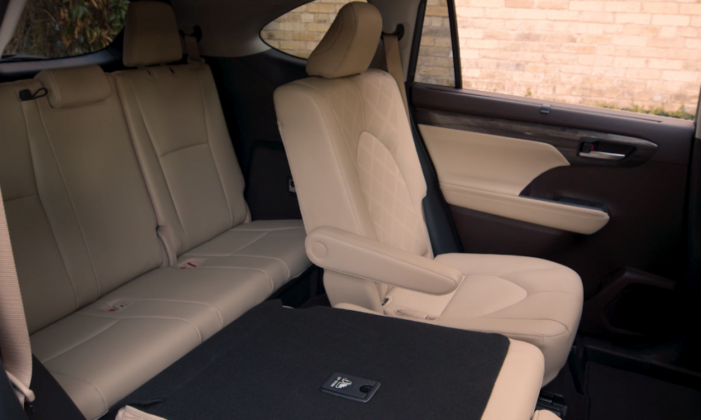 2020 Highlander_Platinum_AWD_HarvestBeige_Interior_B_ROLL