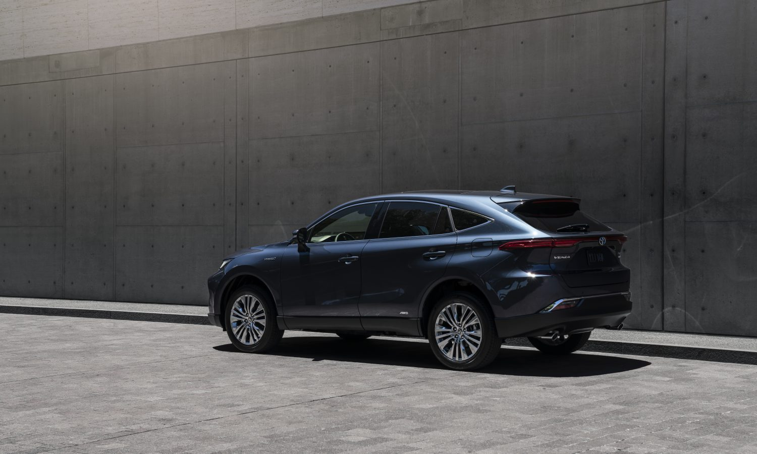 Elevated Driving Experience Comes Standard in the All-New 2021 Venza