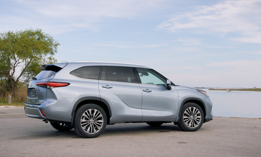 2021 Highlander_Platinum_AWD_MoonDust_Exterior_B_ROLL