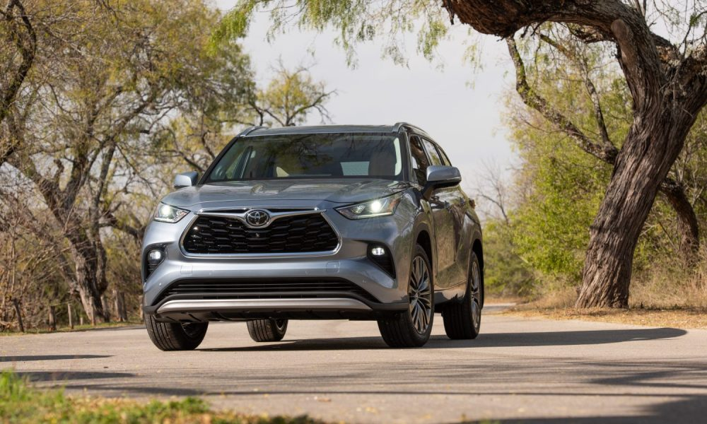 2021_Toyota_Highlander_Platinum_AWD_Moon-Dust_003