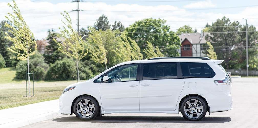 2017 Toyota Sienna in White