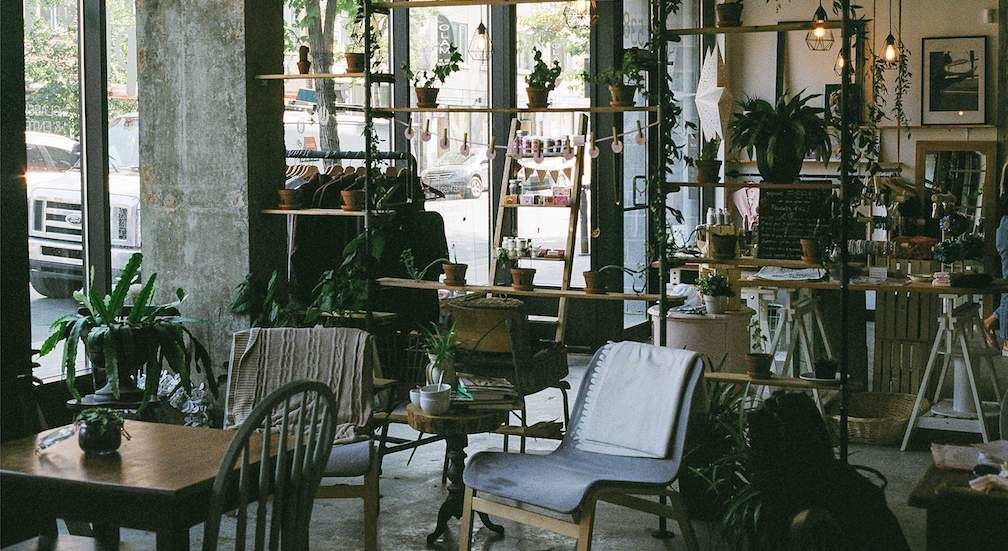 Interior of Les Impertinentes Montreal