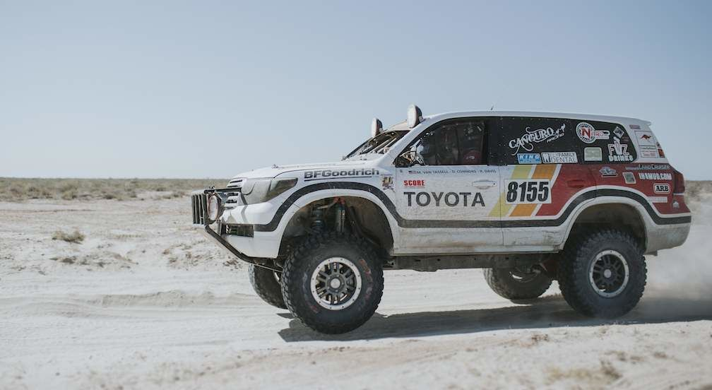 Toyota Canguro Racing Team in Desert